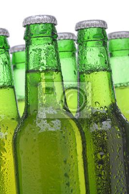 Groupe de bouteilles de bière verte