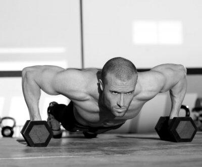 Image Gym homme push-up force enfoncement avec haltères