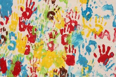 Image Handprints En Différentes Couleurs Dans Une Peinture Murale