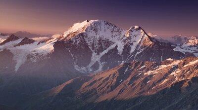 Image Haute montagne dans le matin. Beau paysage naturel.