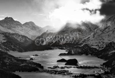 Image Haute vue de la vallée avec l'Engadine Sils Maria déteste les villages où il a vécu le philosophe Nietzsche