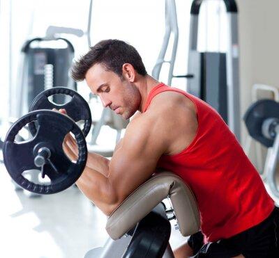 Image homme avec un équipement de formation de poids sur la gymnastique de sport
