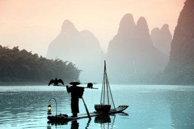 Image Homme qui pêche chinois avec cormorans oiseaux