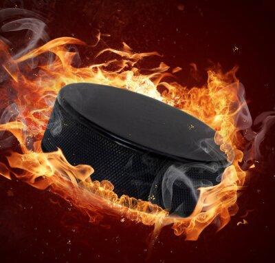 Image Hot rondelle de hockey dans la flamme de feux