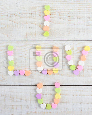 I Luv U orthographié avec Candy Hearts