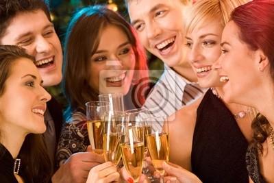 Image d'amis de s'amuser ensemble lors d'une fête