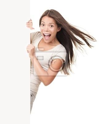 Inscrivez-femme furtivement sur le côté du panneau blanc