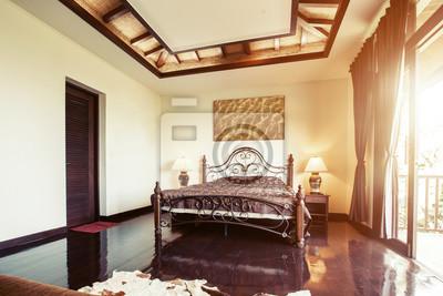 Image: Intérieur de chambre lit moderne dans la villa de luxe.