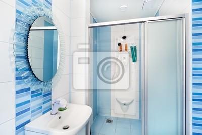 Image: Intérieur de salle de bain bleu moderne avec miroir rond et douche