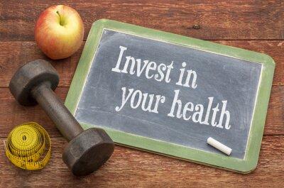 Image Investissez dans votre conseils de santé sur le tableau noir