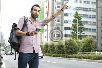 Image Jeune, blanc, homme, cellphone, Hailing, Uber, taxi