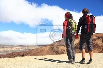 Jeune couple randonnée