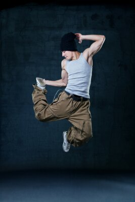 Image Jeune danseuse saut de hip-hop