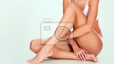 Image Jeune femme avec un corps mince et une peau lisse et propre
