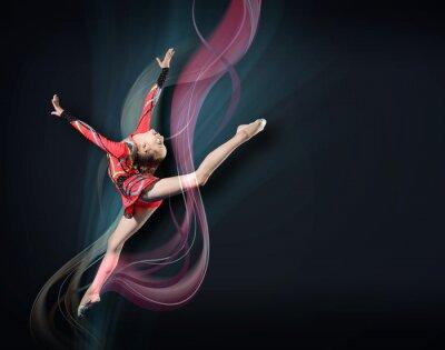 Image Jeune femme en maillot de gymnaste posant