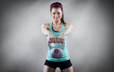 Image Jeune femme séance d'entraînement kettlebell