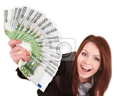 Jeune femme tenant monétaire de l'euro. Isolé.