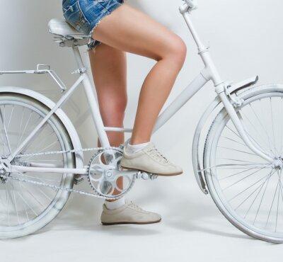 Image Jeune fille à bicyclette vintage white