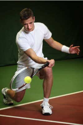 Image Jeune homme jouant au tennis