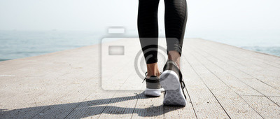 Image Jeune jeune fille sportive se préparant à courir