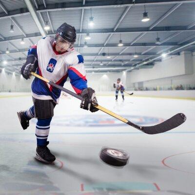 Image Joueur de hockey tire la rondelle et les attaques