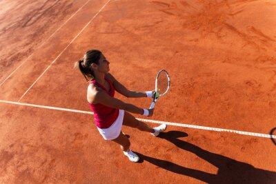 Image Joueur de tennis féminin servir une balle de tennis
