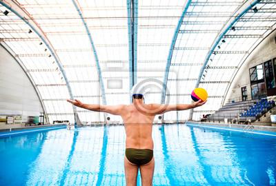 Image Joueur de water-polo dans une piscine.