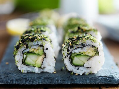 Image Kale, avocat et concombre sushi