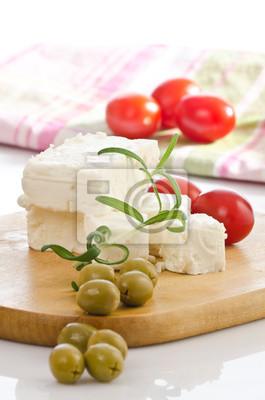 käse vom schaf mit oliven dans Selektiver schärfe fotografiert