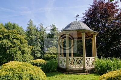 Image: Kiosque en bois dans les jardins du château de vendeuvre