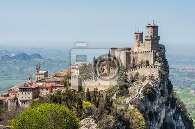 La forteresse Guaita est la plus ancienne et la plus célèbre tour