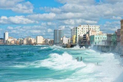 Image La Havane horizon avec de grandes vagues sur la mer