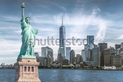 Image La statue de la liberté avec fond du World Trade Center, points de repère de la ville de New York