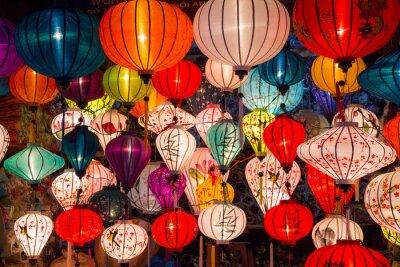 Image Lanternes de papier dans les rues de la vieille ville asiatique
