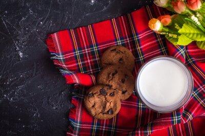 Le lait et les biscuits. Concept de petit-déjeuner
