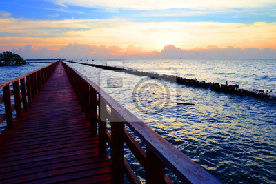 Le lever du soleil au pont rouge Bangkhuntain bord de la mer, Bangkok, Thaïlande.