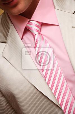 Le style de l'homme. costume, chemise et cravate à rayures