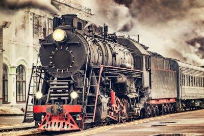 Image Le train à vapeur rétro part de la gare.