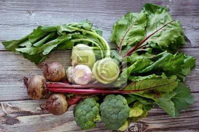 Légumes sur le fond en bois