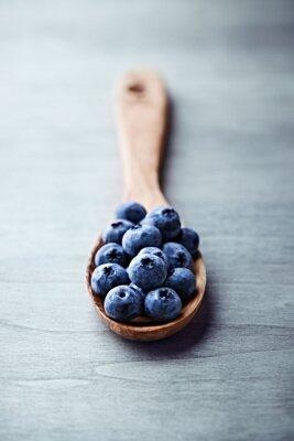 Image Les bleuets sur une cuillère en bois