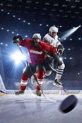 Image Les joueurs de hockey tirent sur la rondelle et les attaques
