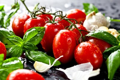 Image Les tomates fraîches au basilic et l'ail