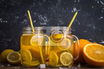Limonade sur fond de bois