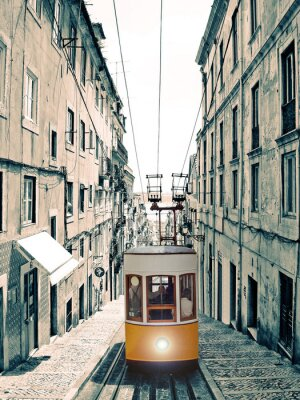 Image Lisboa - Velho elevador amarelo