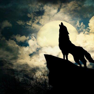 Image loup hurlant à la silhouette de la pleine lune