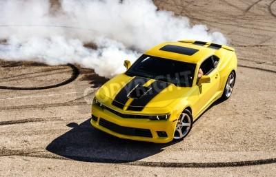 Image Luxe voiture sport jaune dérive, capture de mouvement