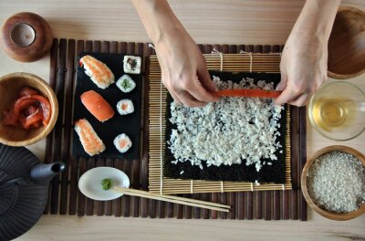 Image mains de cuisine sushi