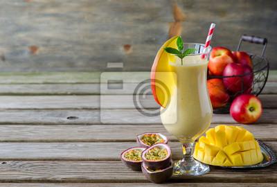 Mangues, pêches et fruits de la passion Tropical Smoothie pour b saine