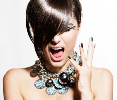 Image Mannequin Girl Portrait. Émotions. Trendy Hair Style