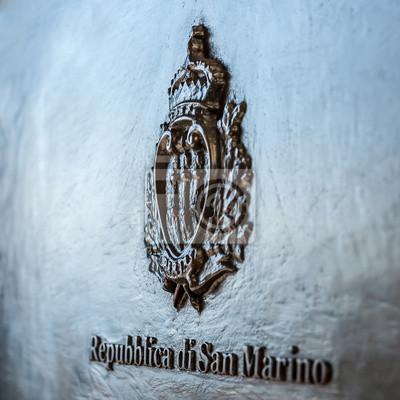Manteau San Marino des armes sur la boîte aux lettres noir